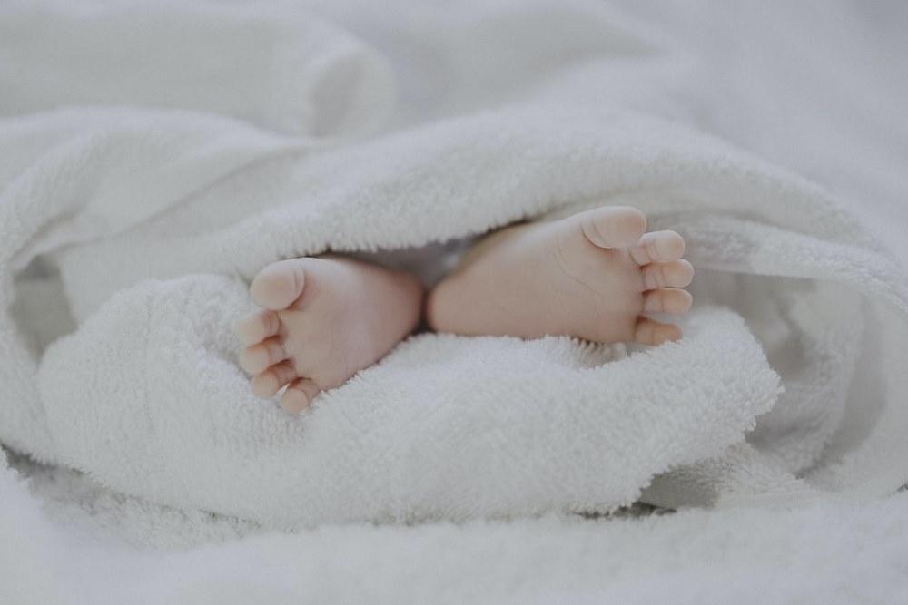 Obrazek posiada pusty atrybut alt; plik o nazwie New-born-feet_Historia-portalu-Kopiowanie.jpg