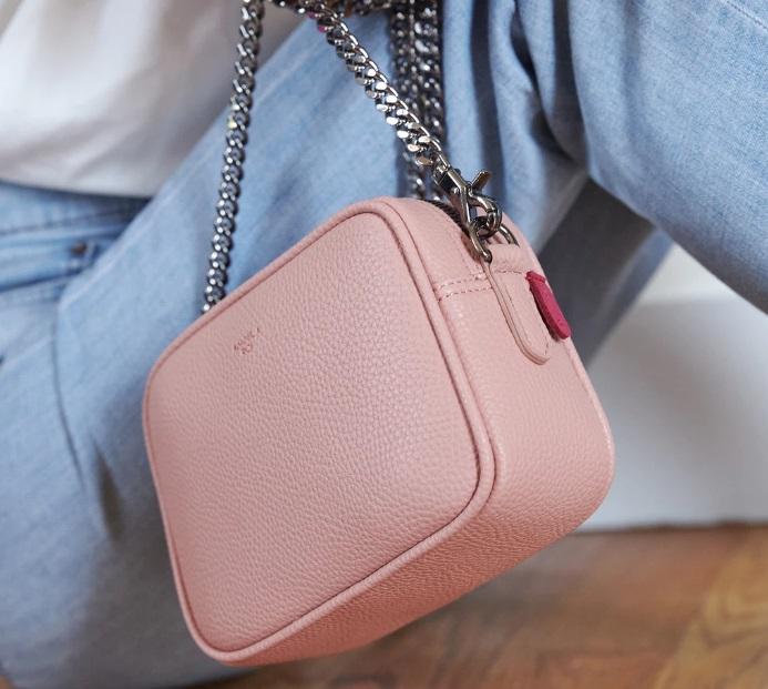 Różowa torebka marki Angela Roi
